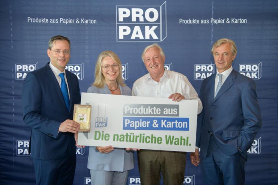 Marko Schuster (Mondi), Martina Hörmer (Ja! Natürlich.), Georg Dieter Fischer PROPAK), Andreas Blaschke MM Packaging) | (c) PROPAK