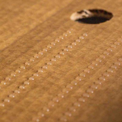 Stitching: Klebstoff sparender Punktauftrag ersetzt Raupenauftrag