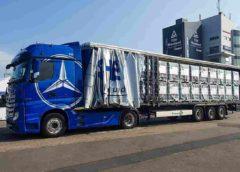 : Zweifach gestapelt kommen die IBC per LKW am Nürburgring an.Foto: Schütz